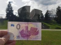 Pamätník SNP a 0 euro souvenir bankovka